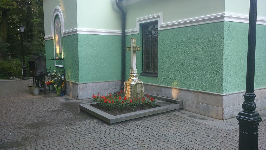 Могила архитектора Иоссы А. Н. и памятник. Фото: Dj-2