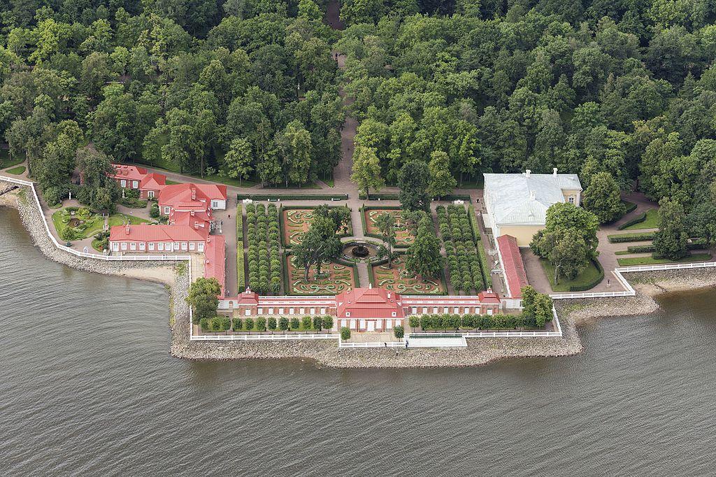 Монплезир в Петергофе. Фото: Godot13 (Wikimedia Commons)