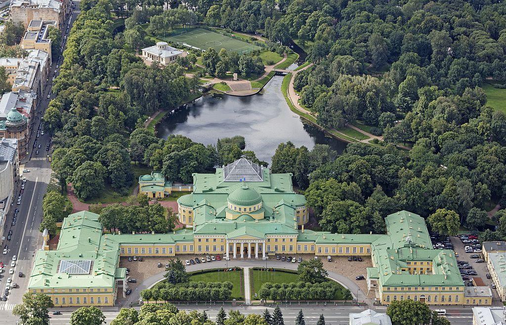 Таврический дворец.  Вид на комплекс с высоты птичьего полёта. Фото: Godot13 (Wikimedia Commons)