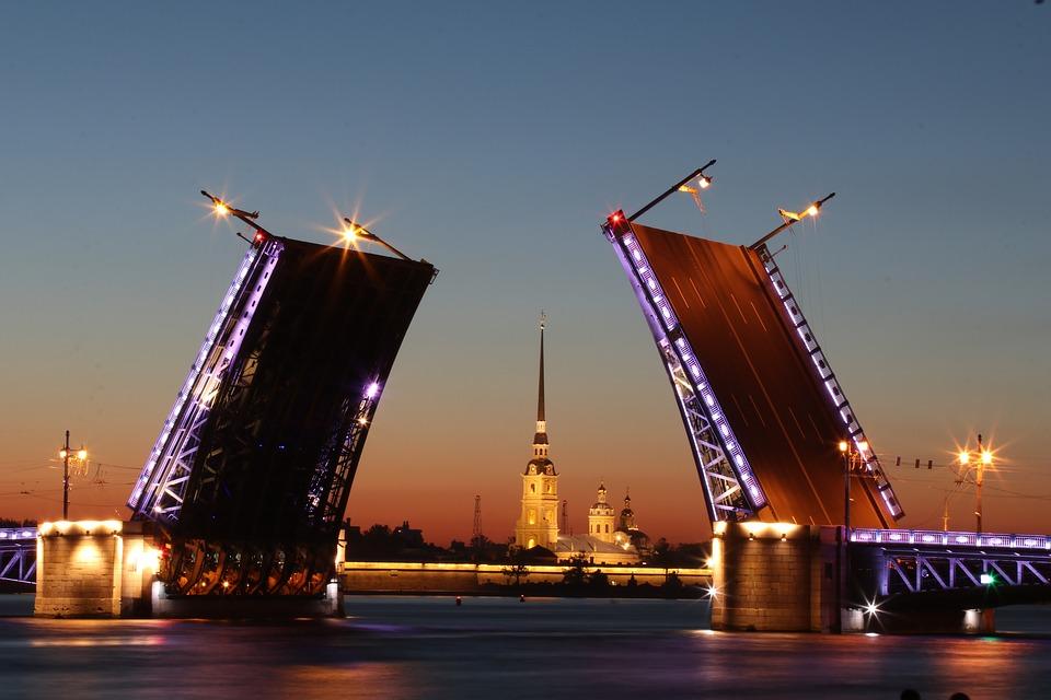 Ночь в Санкт-Петербурге. Фото: pixabay.com