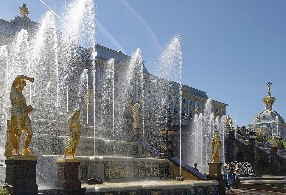 Большой каскад в Петергофе. Фото: Florstein
