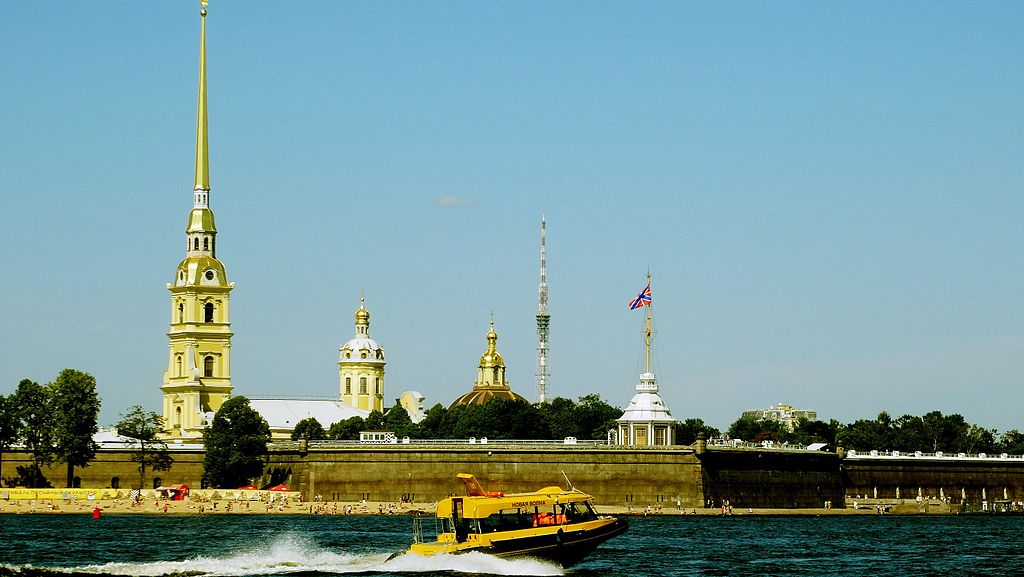 Пляж у стен Петропавловской крепости. Фото: randreu