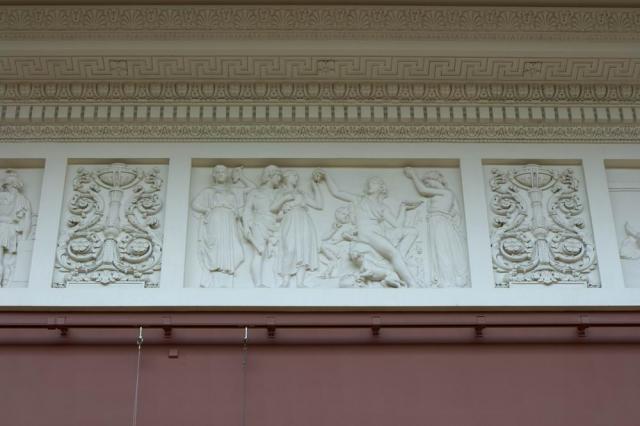 Барельефы зала Русского музея, фото с сайта http://virtualrm.spb.ru