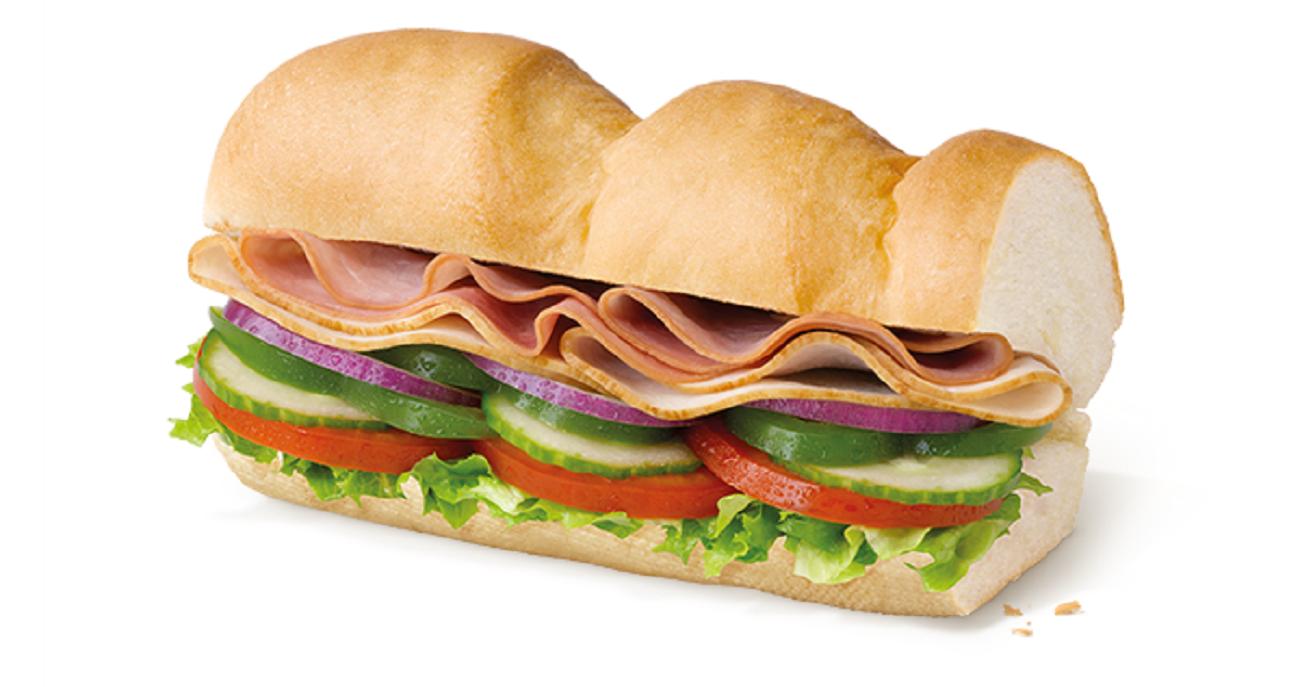 """Subway. Сэндвич """"Индейка и Ветчина""""."""