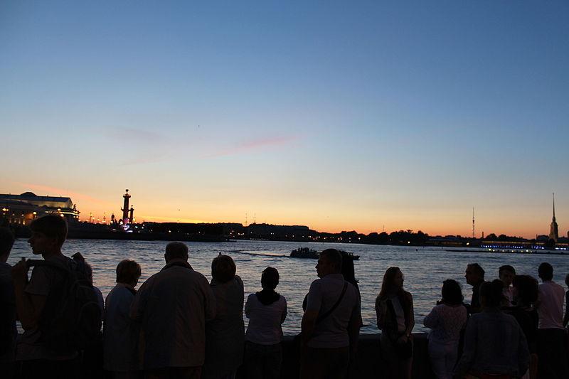 Saint Petersburg during the White Nights, источник фото: Wikimedia Commons  https://commons.wikimedia.org/wiki/File:Saint_Petersburg_during_the_White_Nights_IMG_3940.JPG Автор: Deror_avi