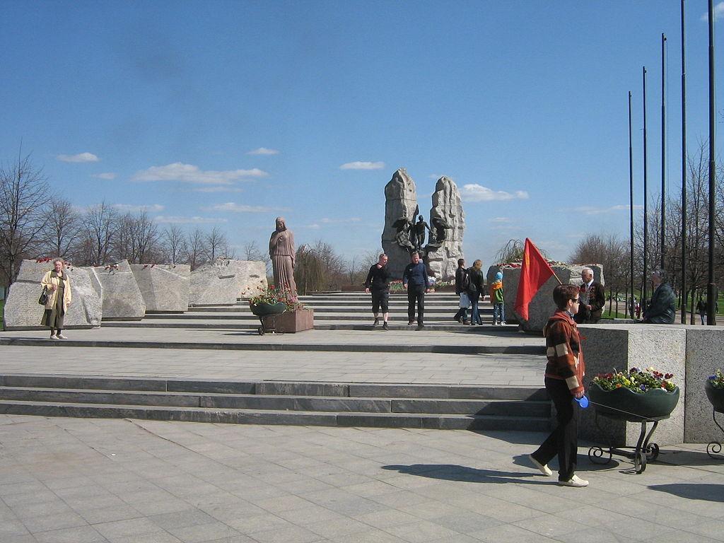 Старое русло реки Волковки в парке Интернационалистов. Фото: Messir (Wikimedia Commons)