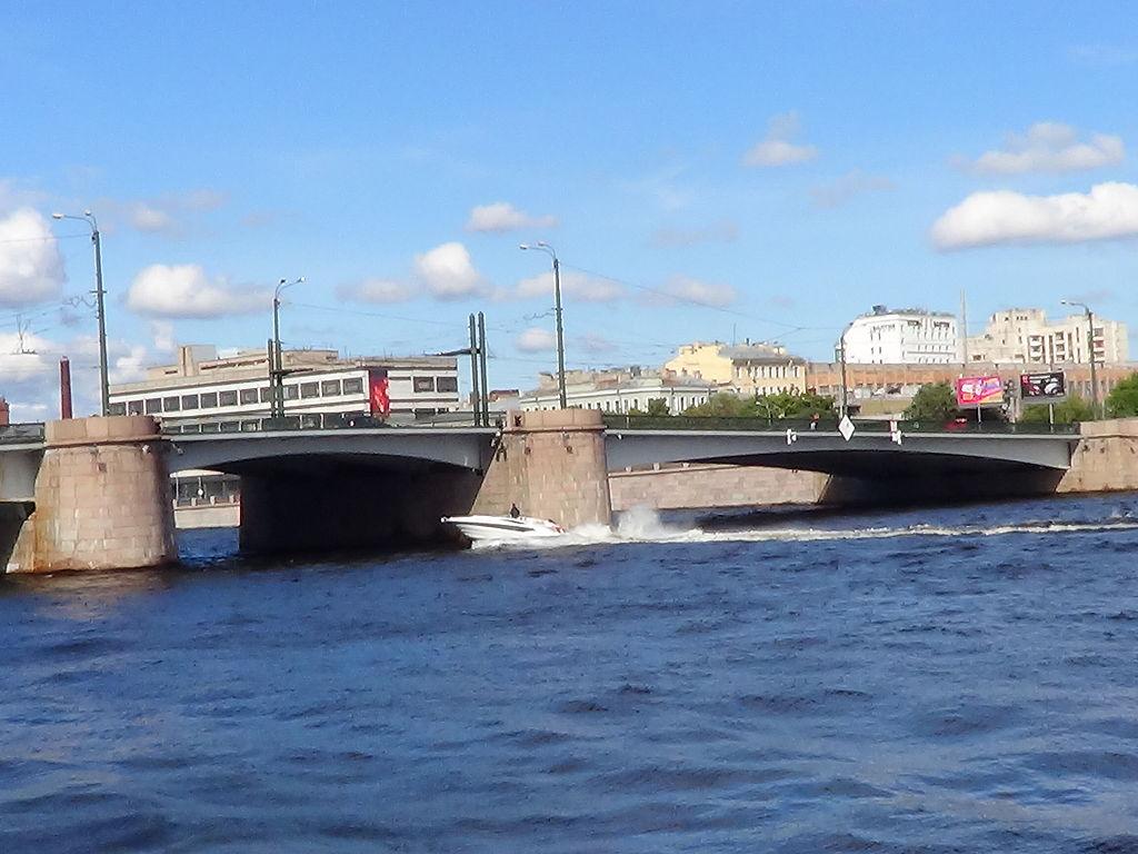 Санкт-Петербург. Большая Невка, Гренадерский мост.. Фото: Peterburg23 (Wikimedia Commons)
