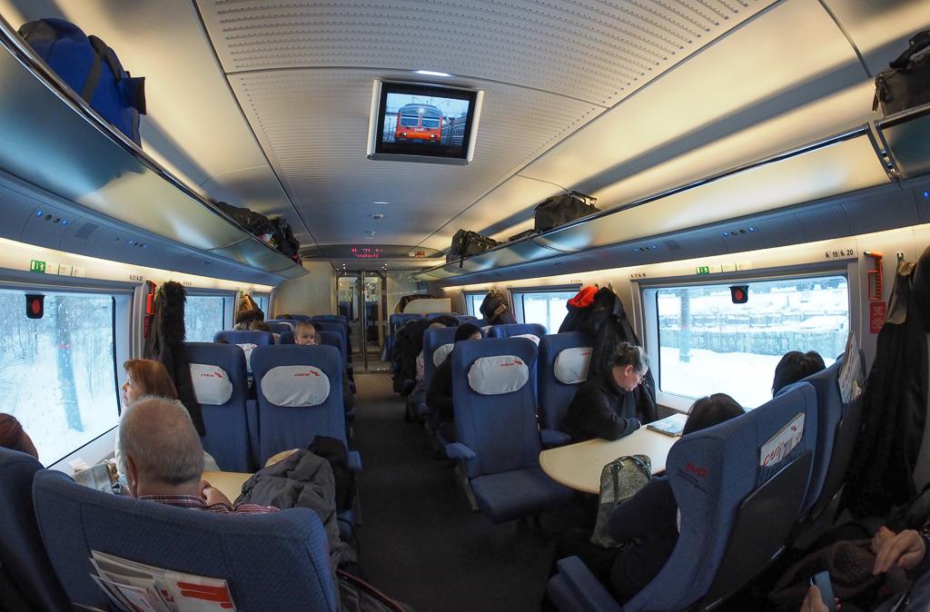Интерьер вагона туристического класса. Автор: Sovraskin (Wikimedia Commons)