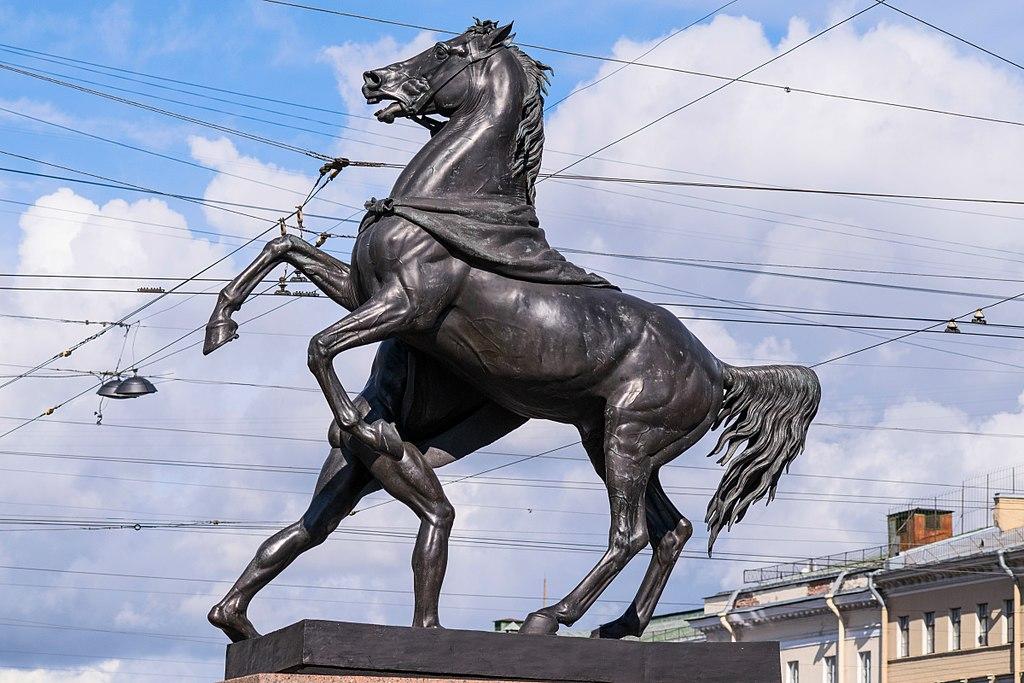 Скульптуры Аничкова моста. Фото: Florstein (WikiPhotoSpace)