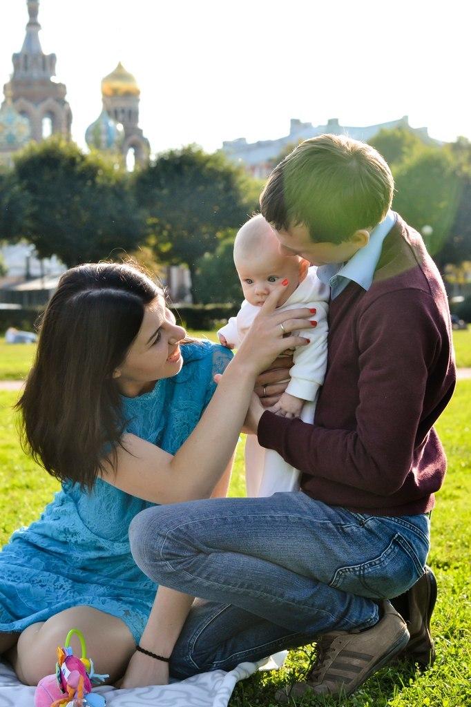 Счастливая семья в Петербурге. Фото: photosight.ru