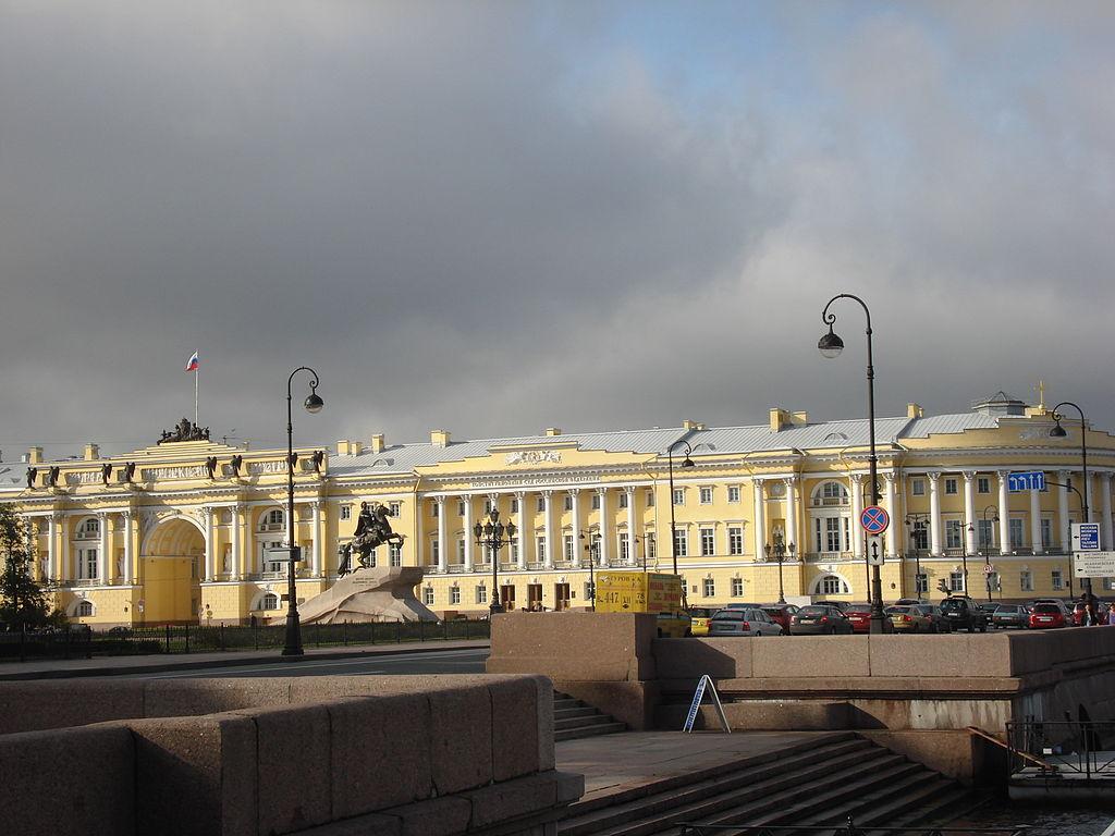 """""""Медный всадник"""". Сенат и Синод, Санкт-Петербург. Автор фото: SERGiK73 (Wikimedia Commons)"""