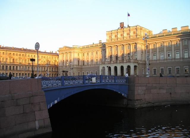 Синий мост. Фото: Sergey Nemanov, Photocity. (Wikimedia Commons)