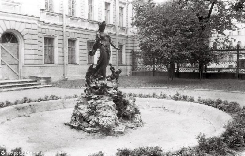 """Скульптура фонтана """"Рождение Афродиты"""", 1930-е гг. Фото: citywalls.ru"""