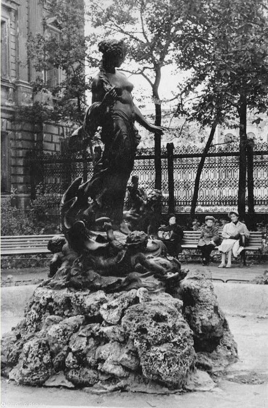 """Скульптура фонтана """"Рождение Афродиты"""", 1960-е гг. Фото: citywalls.ru"""