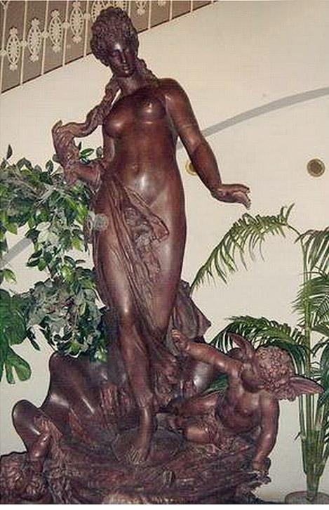 """Скульптура фонтана """"Рождение Афродиты"""" после реставрации, 2004 г. Фото: citywalls.ru"""