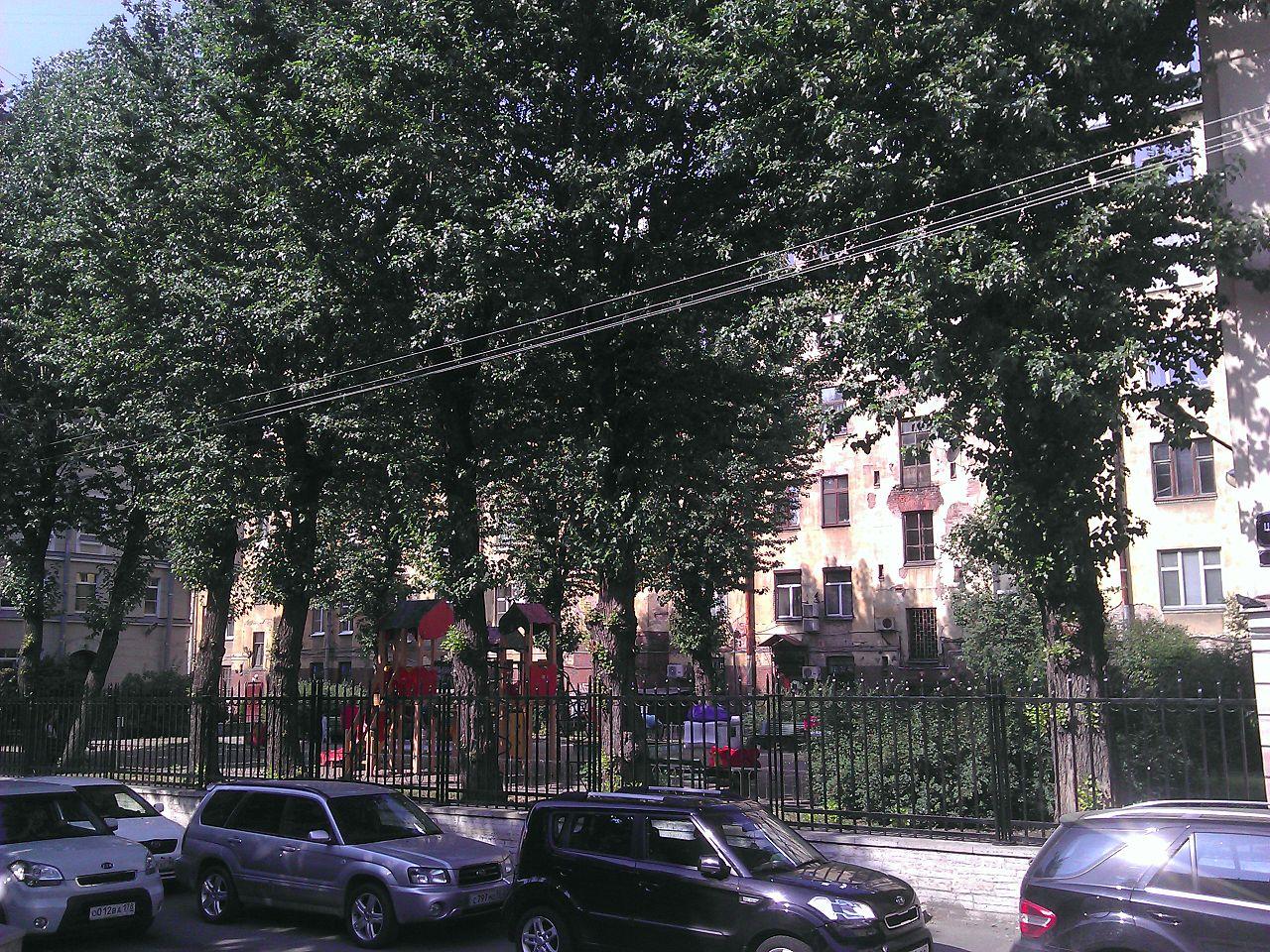 Сквер Эдуарда Хиля в Санкт-Петербурге. Автор фото: Nonexyst (Wikimedia Commons)