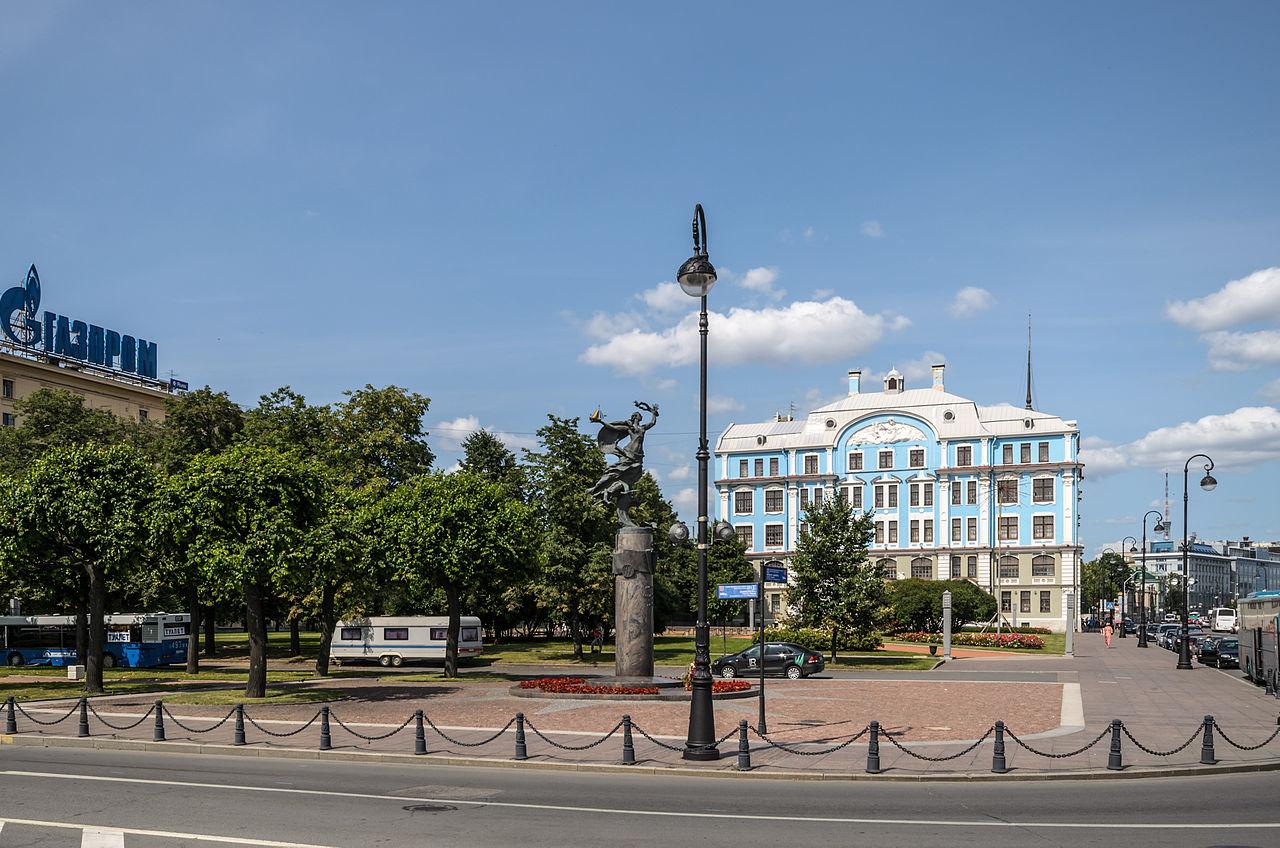 Сквер у Нахимовского военного уличища. Автор фото: Florstein (WikiPhotoSpace)