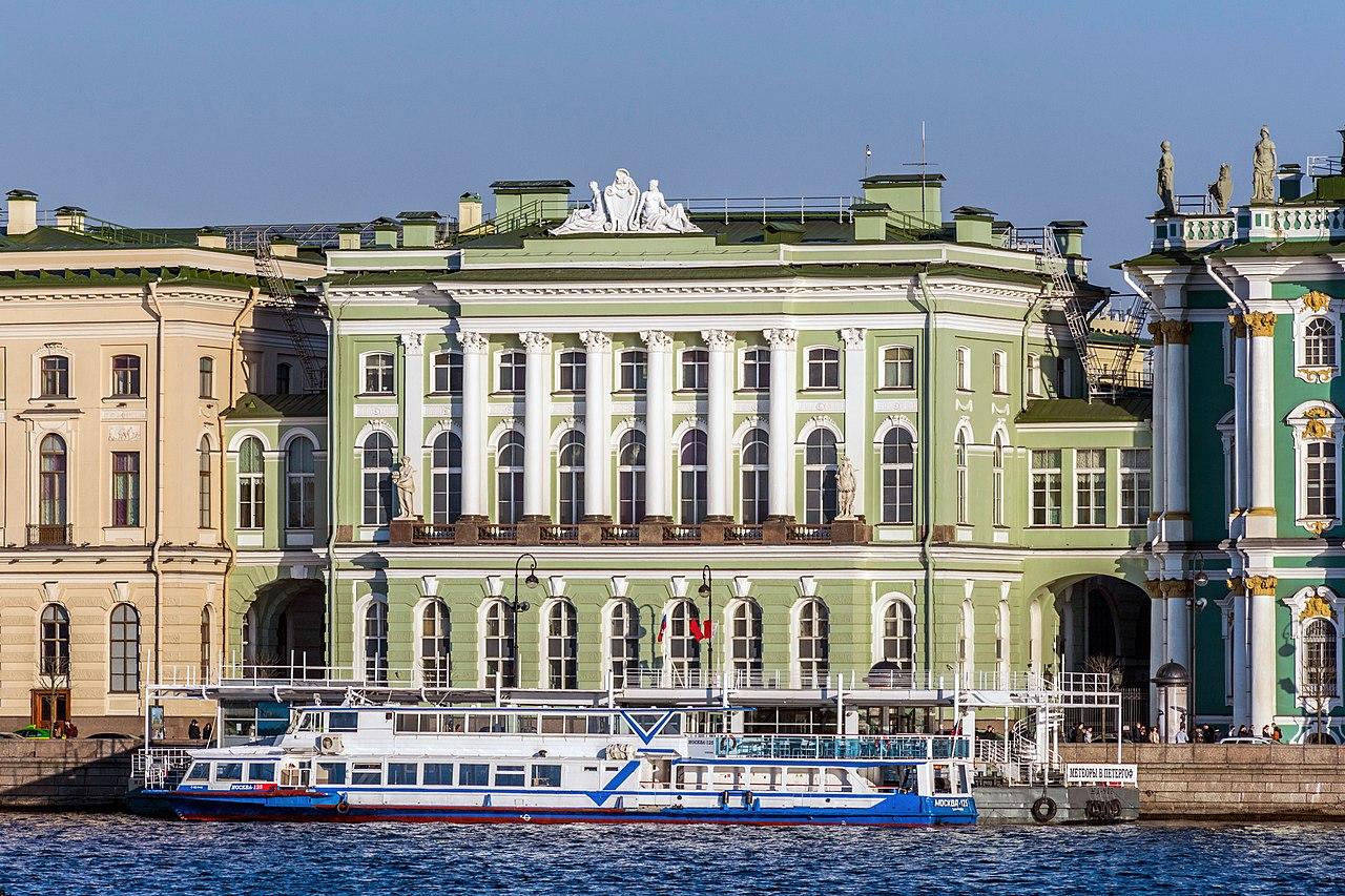 Здание Малого Эрмитажа в Санкт-Петербурге, вид с Дворцовой набережной. Автор фото: Florstein (WikiPhotoSpace)
