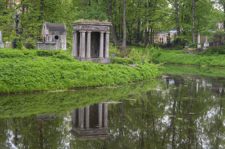 Смоленское кладбище, фото с сайта Esplanada-spb.ru