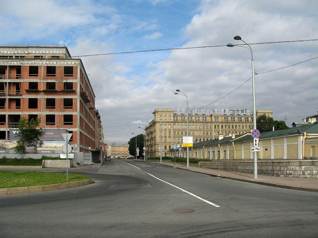 Смольный проспект. Фото: Екатерина Борисова (Wikimedia Commons)