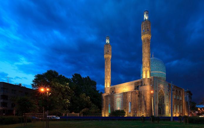 Соборная мечеть - одно из красивейших зданий в Северной столице, источник фото: http://fb.ru/
