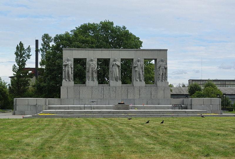 Мемориал жертвам блокады Ленинграда на Серафимовском кладбище, источник фото: Wikimedia Commons Автор: Dj-2