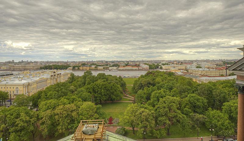 Вид на Сенатскую площадь с колоннады Исаакиевского собора, источник фото: Wikimedia Commons (WikiPhotoSpace), Автор: A.Savin