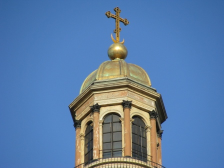 Крест на куполе Исаакиевского собора. Фото: spb-rf.ru