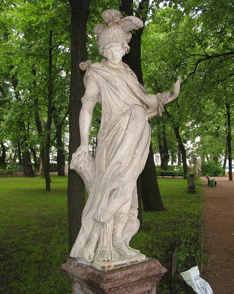 "Летний сад - Статуя ""Минерва"" До реставрации Фото 2005 года. Автор фото: Евгений Со (Wikimedia Commons)"