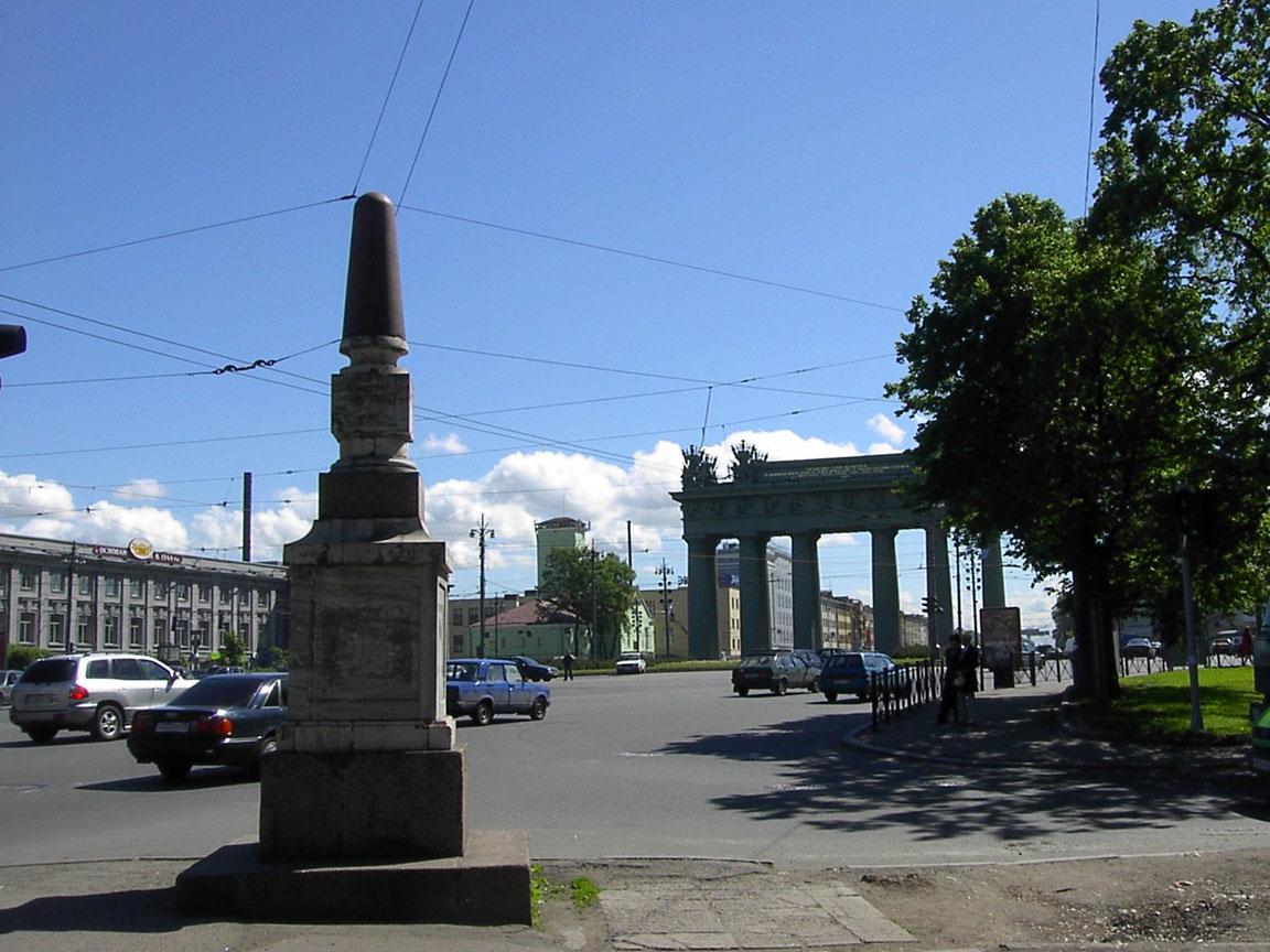 Верстовой столб у Московских Триумфальных ворот, фото с сайта Al-spbphoto.narod.ru