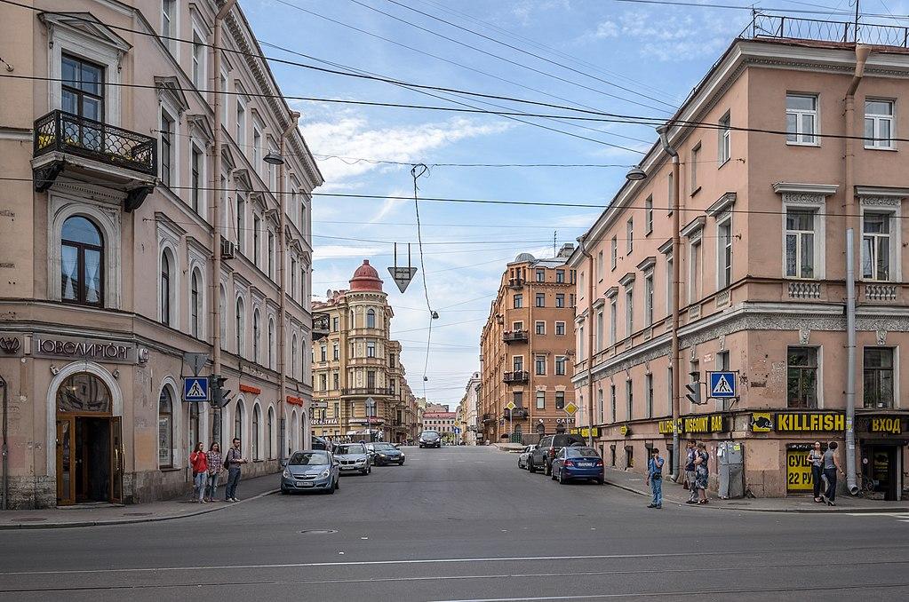 Столярный переулок, где в доме № 14 в одной из квартир доходного дома Алонкина проживал Достоевский в 1864 по 1867 гг. Фото: Florstein (WikiPhotoSpace)