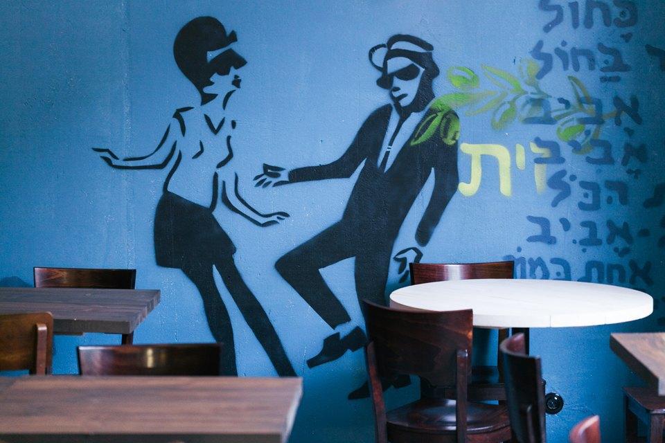 """Стрит-фуд-бар """"Бекицер"""", источник фото: http://www.the-village.ru/village/food/new-place/173637-strit-fud-bar-bekitser, Автор: Дима Цыренщиков"""