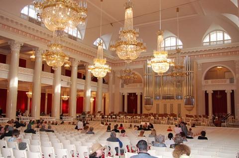 Большой зал Санкт-Петербургской филармонии, источник фото: Wikimedia Commons Автор: Yoshi Canopus
