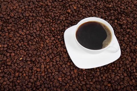 Кофе, источник фото: https://pixabay.com/ru/фон-фасоль-напиток-черный-браун-15994/