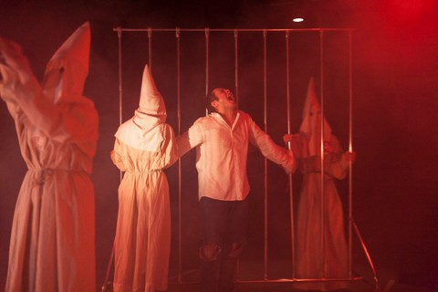 """Когда они придут, я буду стрелять"", инсценировка по пьесе Уильяма Сарояна, источник фото: http://buepl.ru/105-postanovki/898-kogda-oni-pridut-ya-budu-strelyat-instsenirovka-po-pese-uilyama-saroyana"
