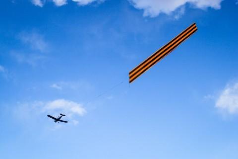 Георгиевская лента над городом, источник фото: http://www.fiesta.city/spb/news/
