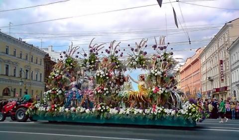 Парад цветов в Петербурге, источник фото: http://www.photosight.ru/photos/3259955/