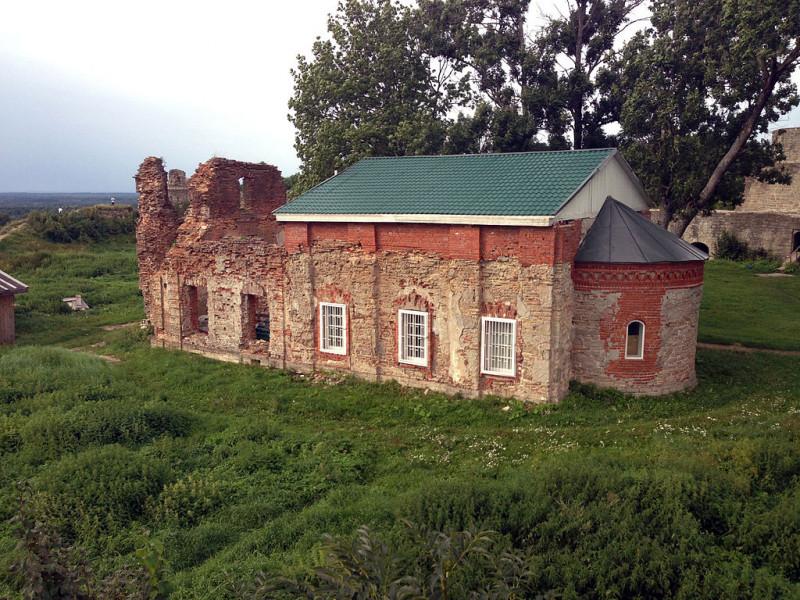 Руины Преображенской церкви. Фото: Antonynizh
