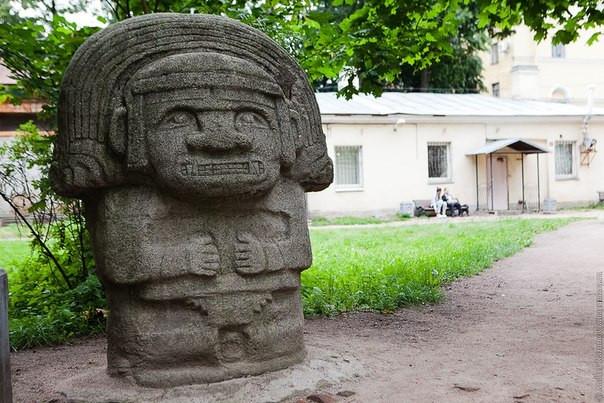 Дворик Кунсткамеры. Автор фото: KIM2011 Источник: liveinternet.ru