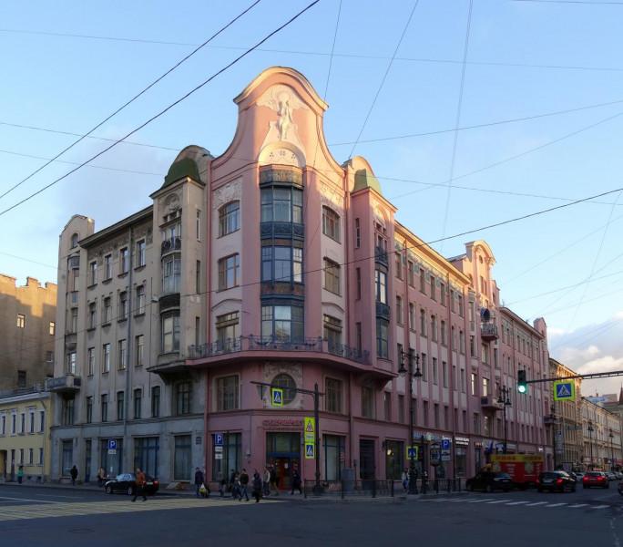 Доходный дом П. Т. Бадаева. Фото: Наталия, 04.2014 г. (citywalls.ru)