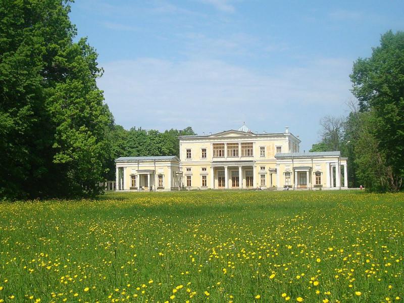 Дворец князя Лейхтенбергского в парке Сергиевка, Петергоф. Фото: Chezenatiko (Wikimedia Commons)