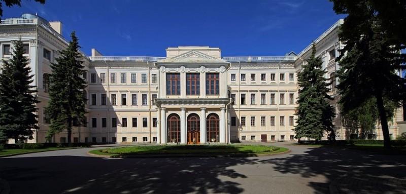 Аничков дворец. Фото с Википедии.