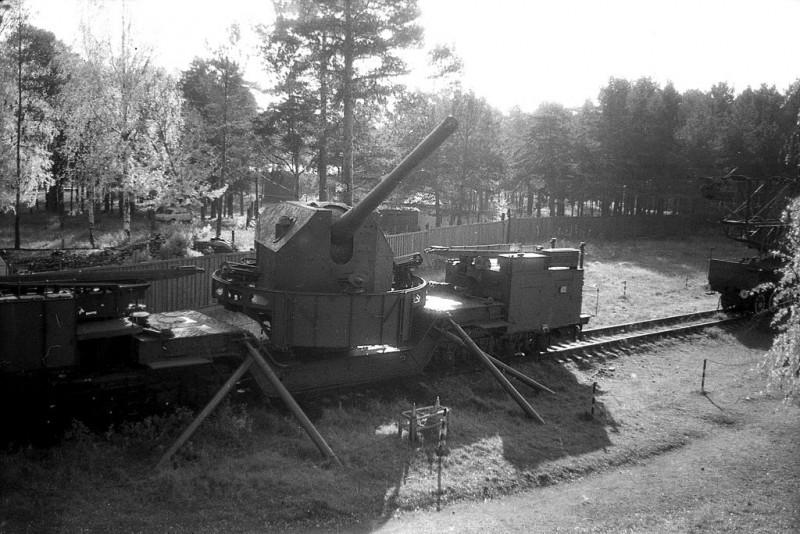 "180 мм орудие на ж.д.транспортёре. Форт ""Красная горка"". Автор фото: Витольд Муратов (Wikimedia Commons)"