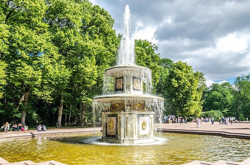 Римский фонтан в Нижнем парке Петергофа. Автор: Florstein, Wikimedia Commons