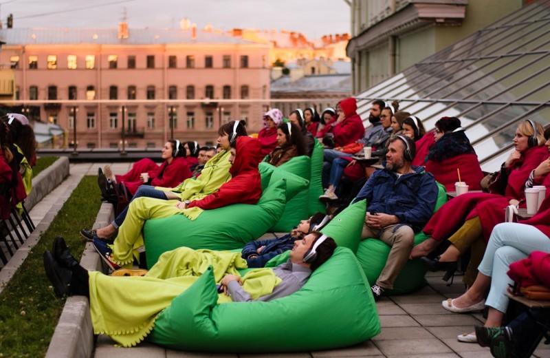 Кино на крыше Новой сцены Александринки