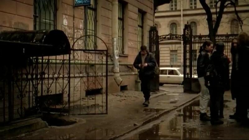 """Кирочная улица, дом 8. Данила пытается найти диск """"Наутилуса"""" и ходит по музыкальным магазинам"""