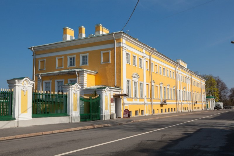 Музей «Коллекционеров» в Петергофе. Вид здания. Фото с официального сайта