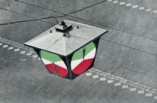 """15 января 1930 года установлен 1-й в СССР светофор. Фото: """"Санктъ-Петербургъ 1703"""""""