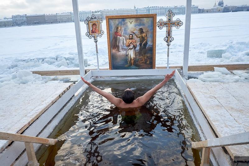 Крещение в Санкт-Петербурге. Фото: spb.kp.ru