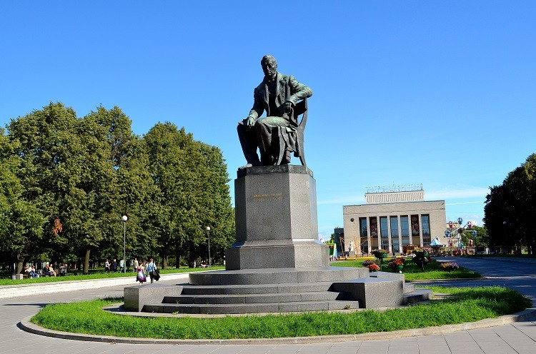 Памятник А.С. Грибоедову, источник фото: http://excava.ru/alexander-griboyedov-monument/